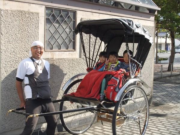 三日目は、倉敷をぶらり。最後に、子供たちは人力車に乗ってバス駐車場まで!