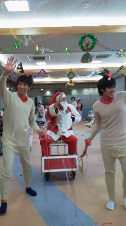 サンタクロースさん・トナカイさんが今年もやってきてくれました。