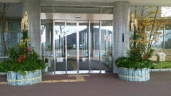 今年も椿会・野菊の会の方々により、立派な門松ができました。良い年を迎えられそうです!