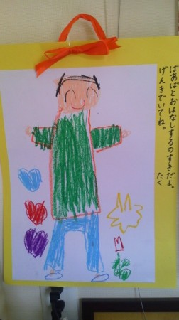 お孫さんより絵画のプレゼントです。椿ヶ丘荘では、9月15日に敬老演芸会を行います。