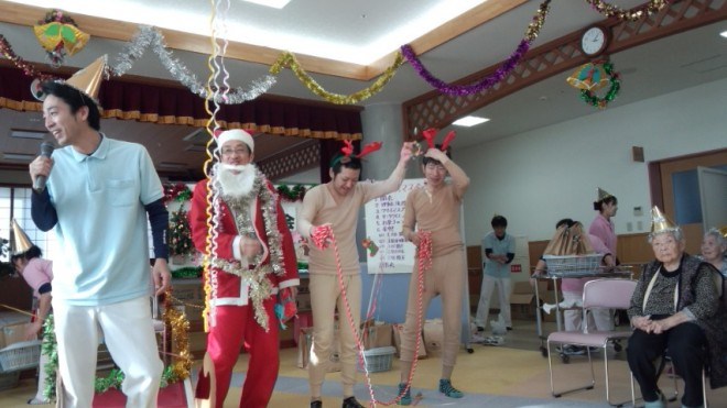 今年もトナカイさんが、サンタさんを連れて来てくれましたよ!