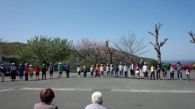 全校生徒と先生方そして池島小学校の皆さんも一緒です!